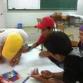 Pour réaliser une affiche à plusieurs, il faut communiquer et s'organiser : c'est la coopération en pratique !