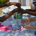 Etape 2 : on met tous les petits papiers une bouteille d'eau