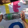 Etape 3 : On secoue la bouteille pour enlever l'encre - là, il faut se relayer car ça fait mal aux bras !