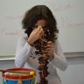 Amira se demande comment ça peut se jouer...