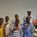 Hymne burkinabe en tenue traditionnelle