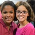 Amira se lie d'amitié avec une jeune fille du Brésil (Esther)