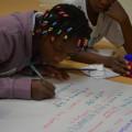 Les enfants écrivent dans leur langue les droits qu'ils pensent importants