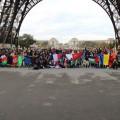 Fin du jeu de piste : toutes les délégations à la Tour Eiffel !!