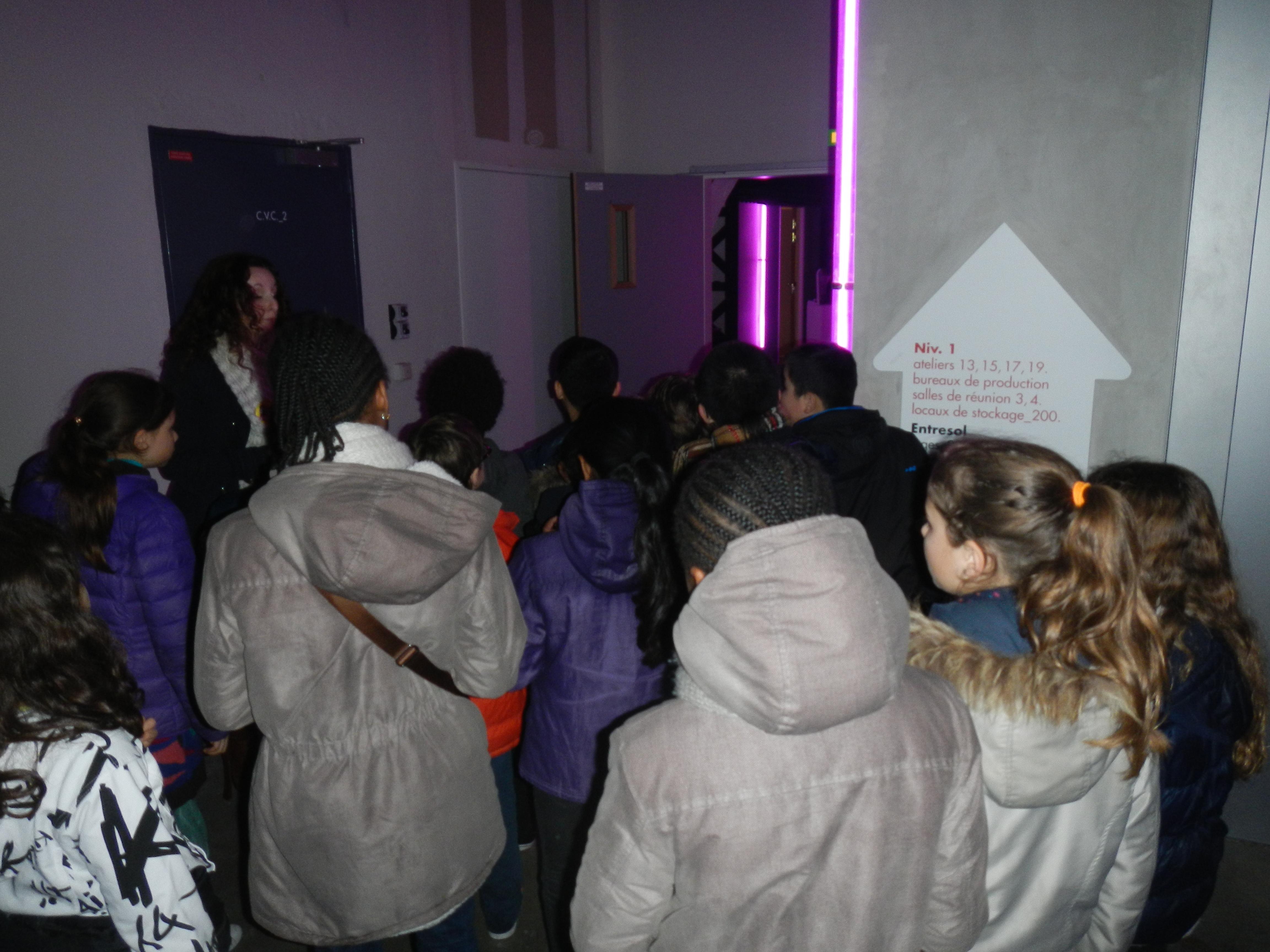 Nous avons même eu le droit de visiter les coulisses du 104 et les ateliers d'artistes... Mais chut, ils travaillent...