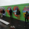 Le mur fini en compagnie de l'artiste Kashink
