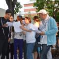 Le chanteur HK et les jeunes sur scéne