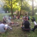 Barbecue et chants au coin du feu