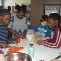 Préparation collective du repas du midi