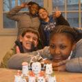 Les jeunes créent des petits robots